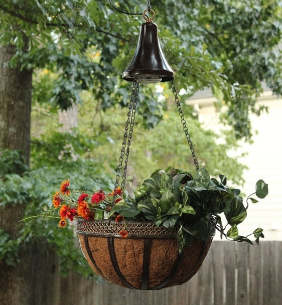 Solar Spotlight with hanging basket- Gama Sonic GS-6